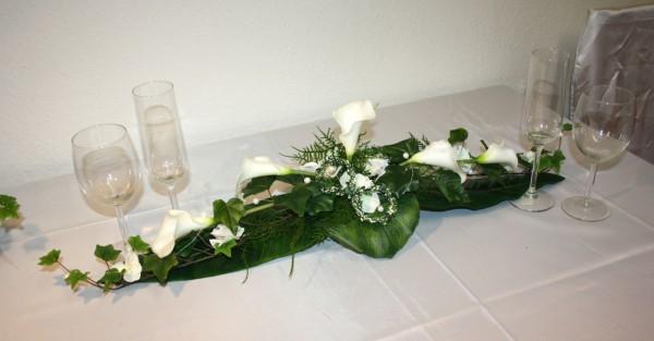 Tischgesteck Hochzeit callas und Ringe