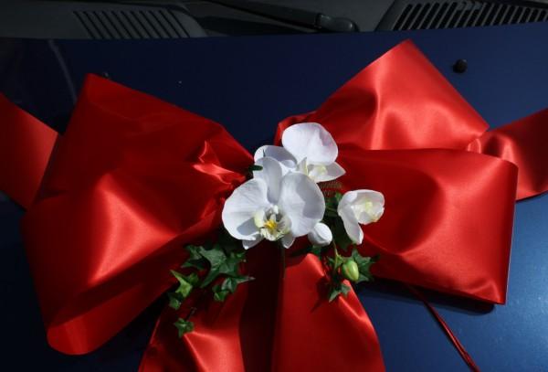 Schleife rot Hochzeit detail