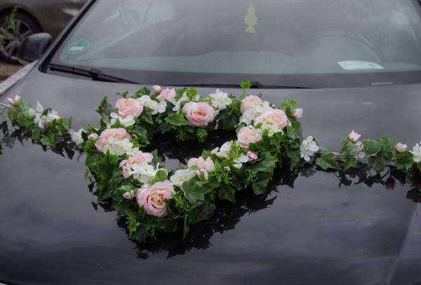 Autoherz mit Rosen und Ranken