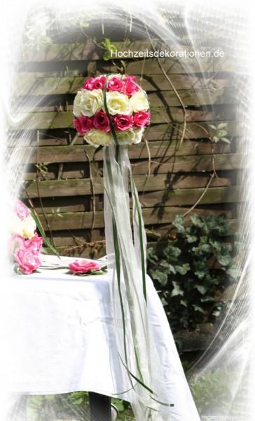 Rosenkugeln gartenhochzeit