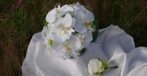 Orchideen und Rosen Brautstrauss