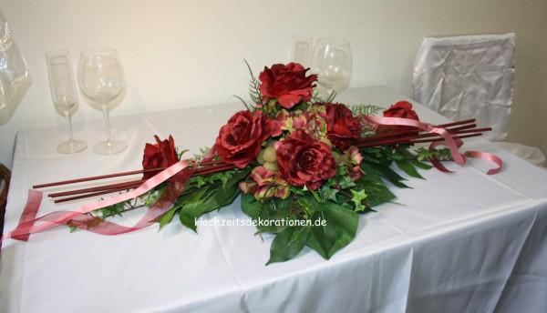 Altargesteck bordeaux Hochzeitsdeko