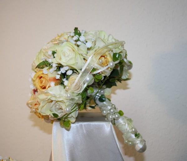 Brautstrauss Rosenkugel hochzeit